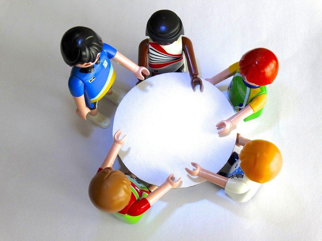 Playmobil Figures Session Talk  - 422737 / Pixabay